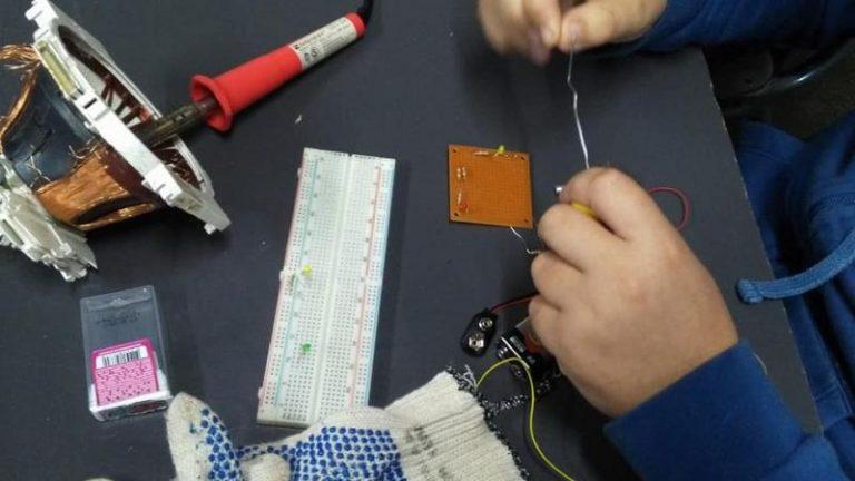 Escuela de robótica: hacer entre hacedores