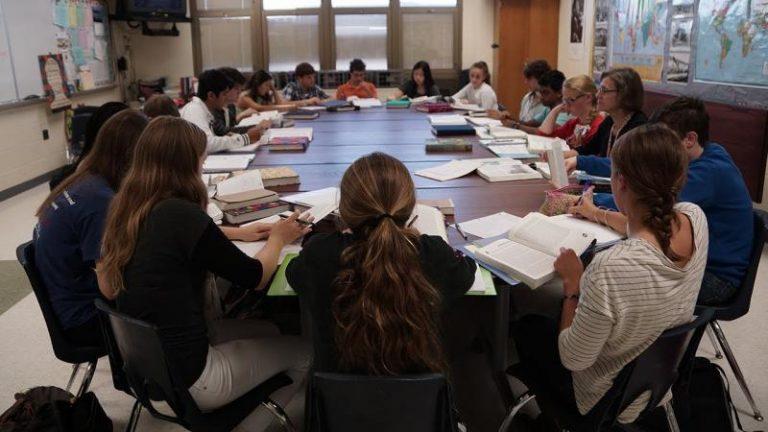 Los estudiantes de la mesa redonda
